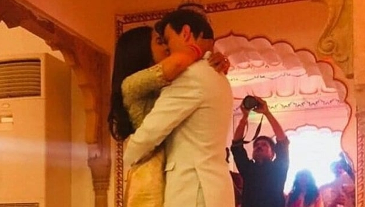 Shriya Saran and Andrei Koscheev's kiss in this post-wedding picture goes viral, see pic