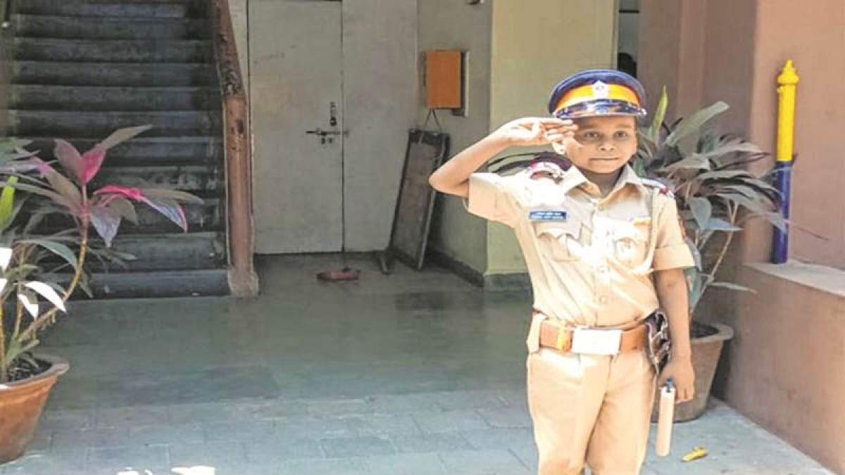 Mumbai: 7-year-old Cancer patient turns cop for a day