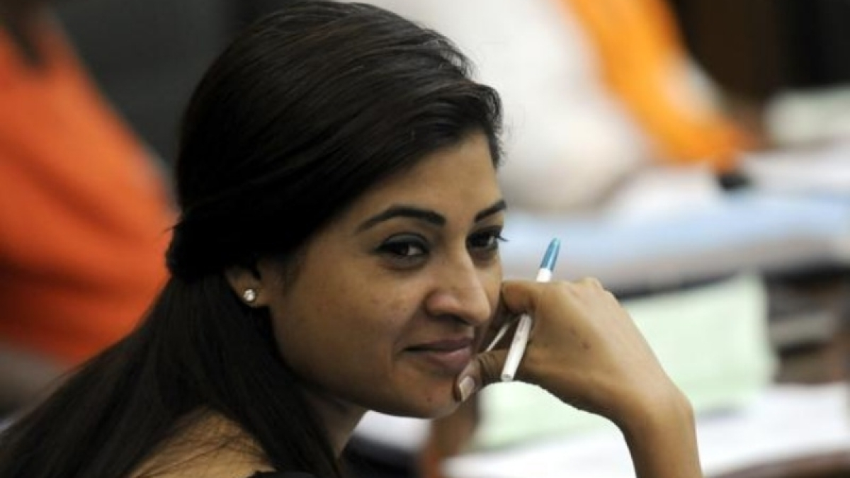 Congress leader Alka Lamba cheers for Yuva Congress after an attack on Arnab Goswami