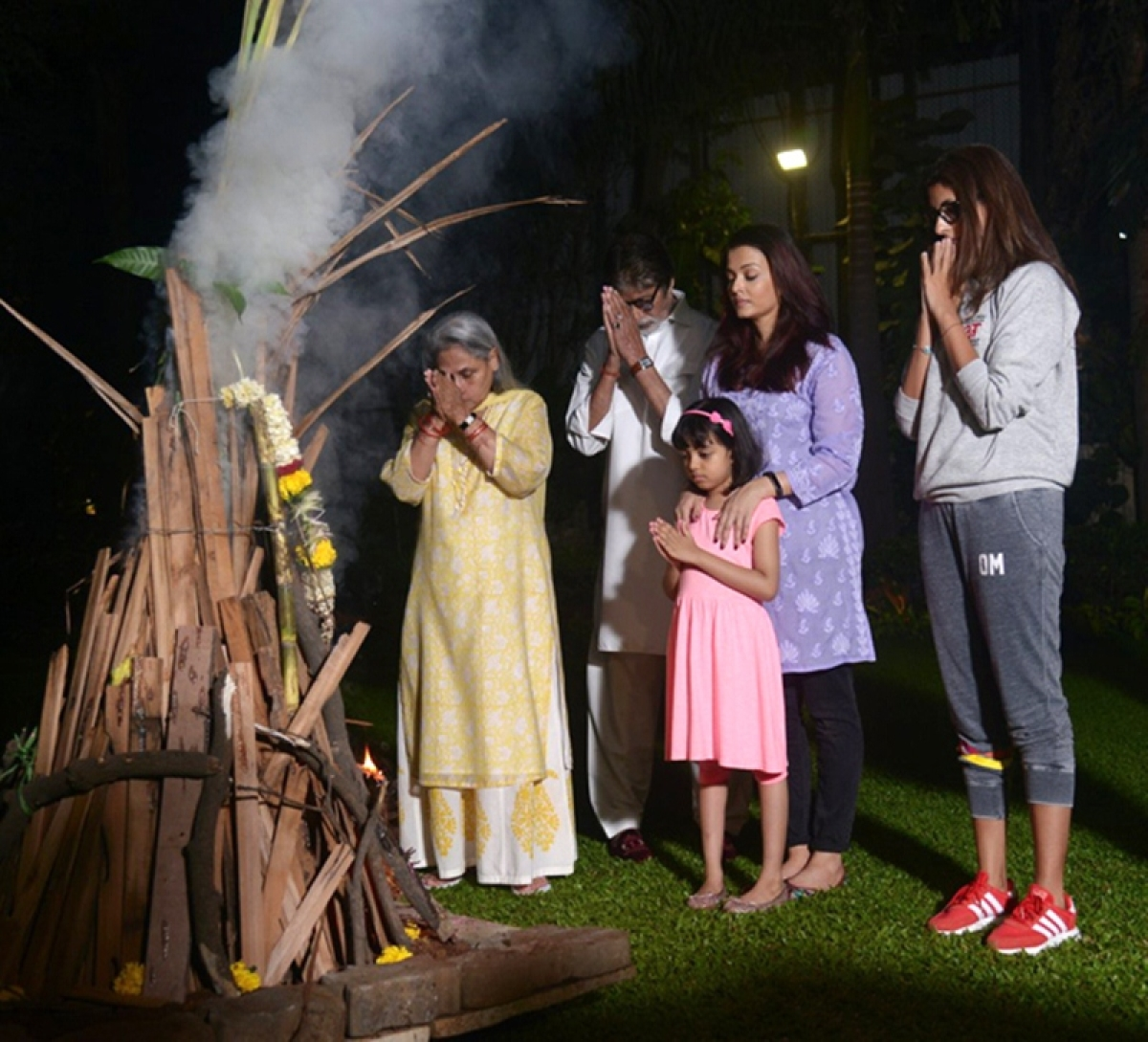 This is how Amitabh Bachchan and his family celebrated Holi this year