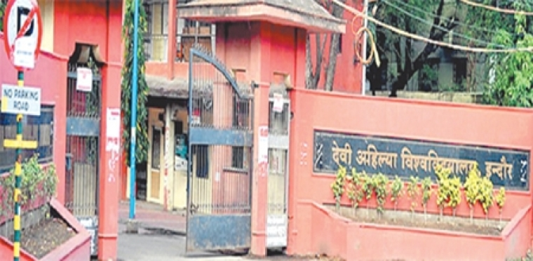 Indore: Moderators using mobiles leaked question papers, DAVV