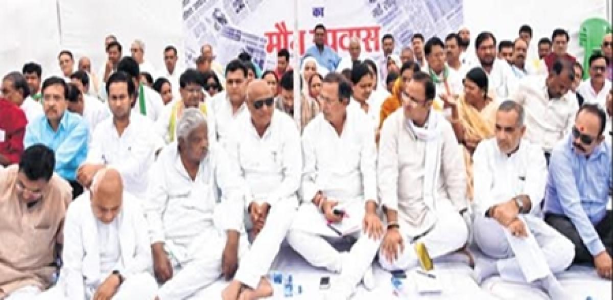 Priti Raghuvanshi suicide case: Congmen protest govt's inaction, seek FIR against minister, son