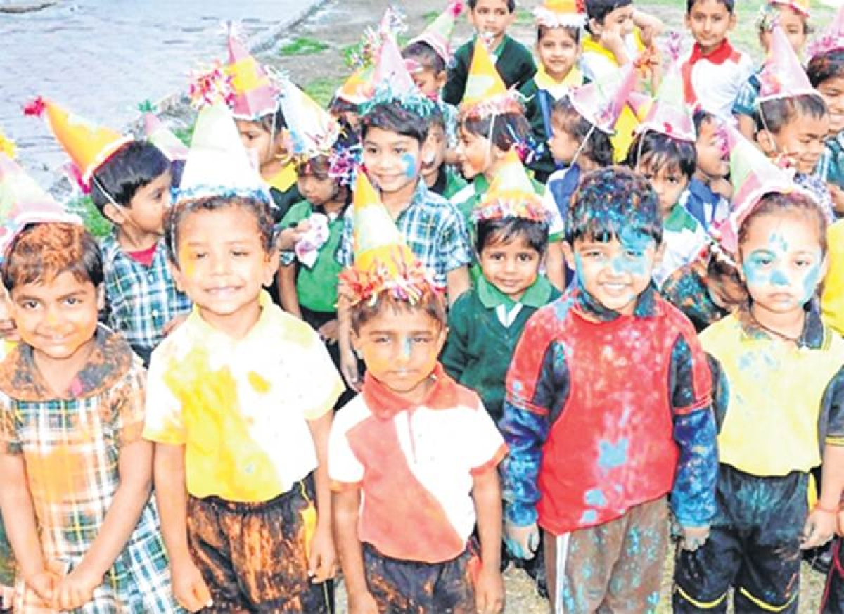 Indore: Pre-Holi celebrations grip city