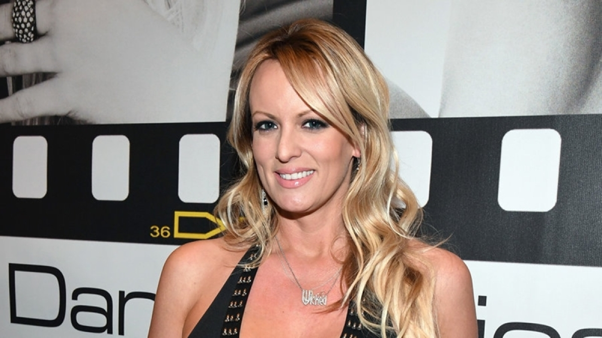Porn star Stormy Daniels offers to return USD 130,000 received from Donald Trump's attorney