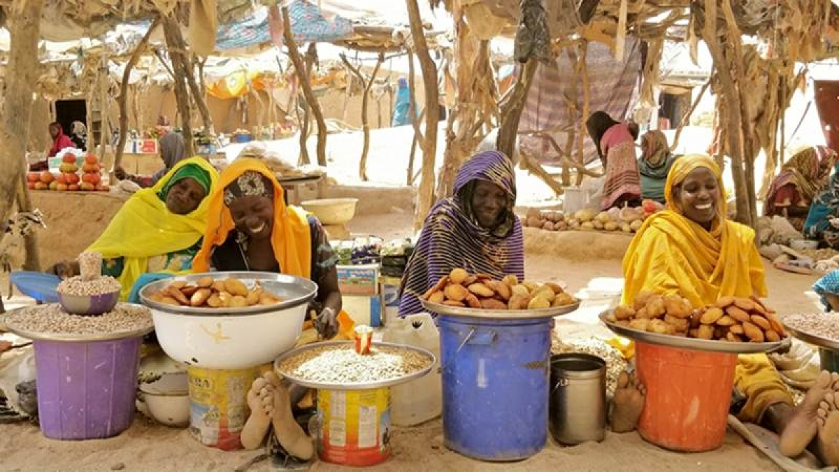A market in the middle of a refugee camp in Chad