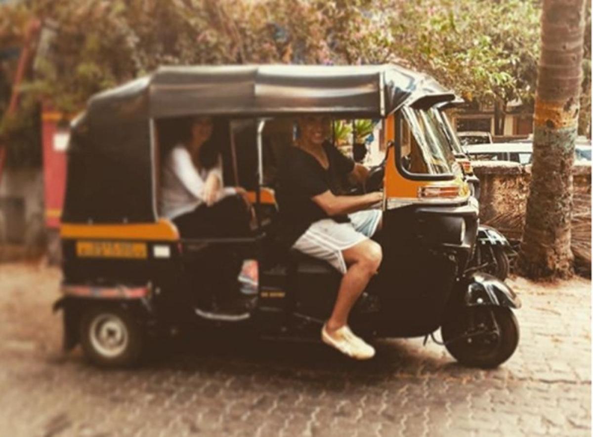 When superstar Akshay Kumar turned auto driver for Twinkle Khanna!