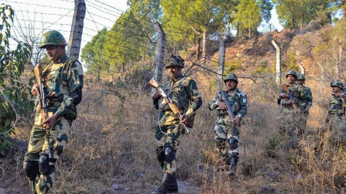 Jammu and Kashmir: Indian, Pakistani troops clash on LoC