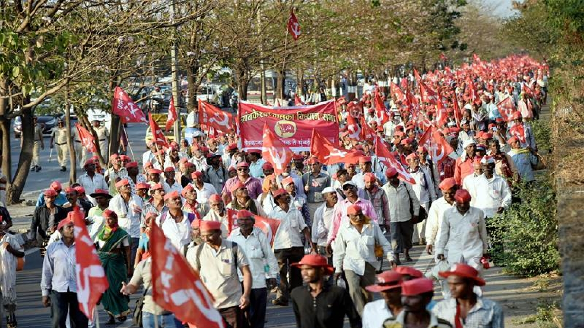 Maharashtra Kisan March: Farmers brave heat, blisters, during march