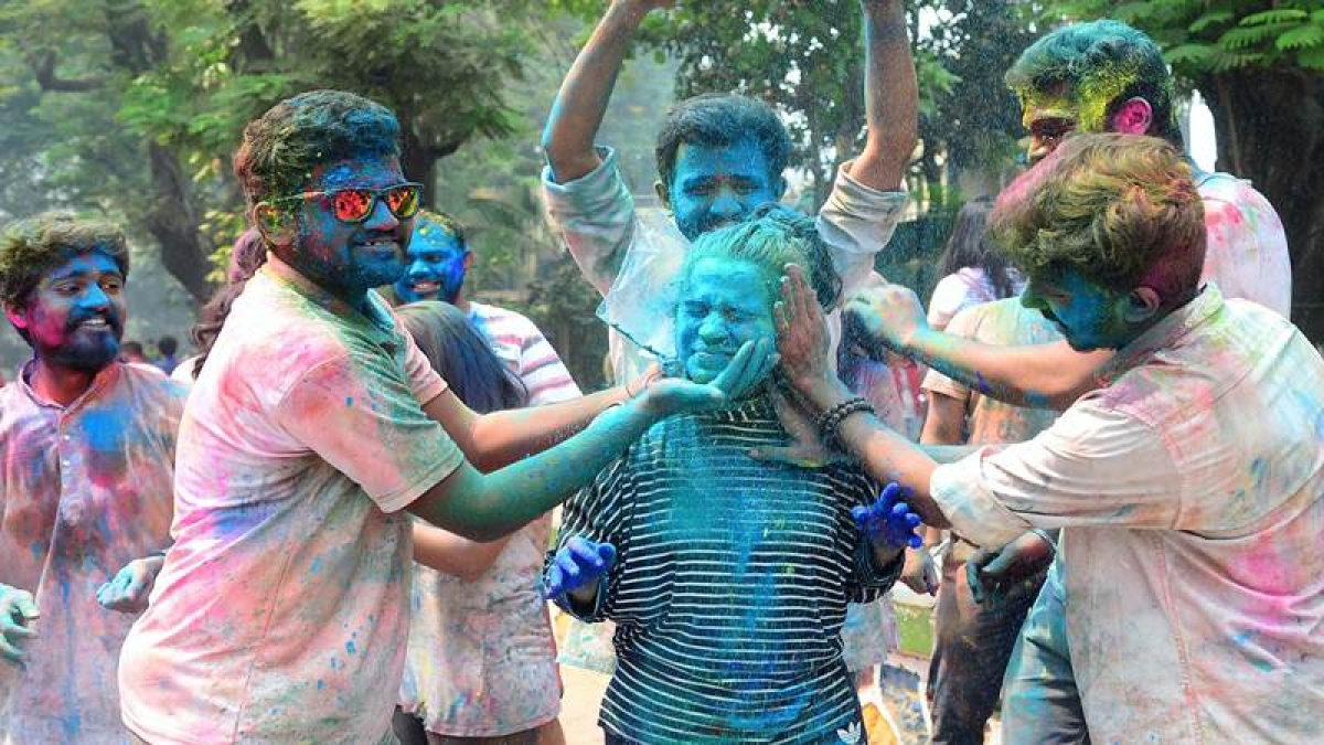 Holi 2018: Festival passes peacefully as city sees fewer injuries