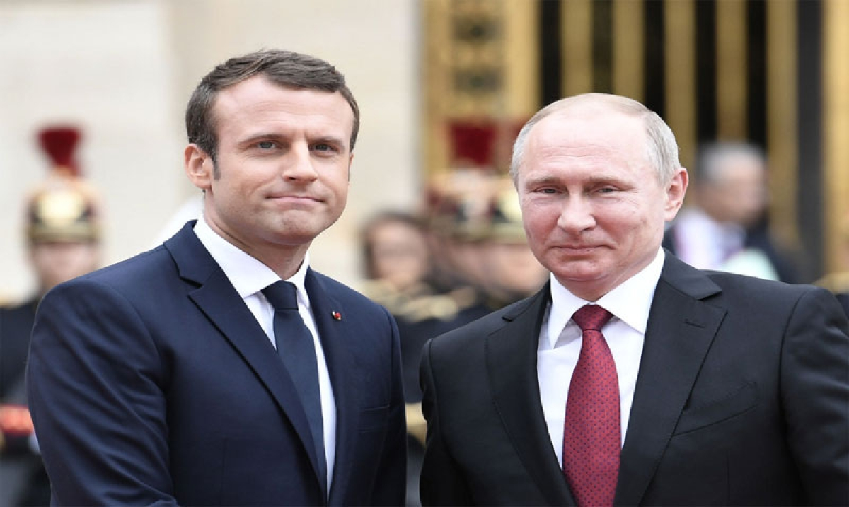 Emmanuel Macron urges Vladimir Putin to ensure Syria fully respects truce deal