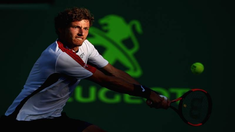 KEY BISCAYNE, FL - MARCH 29: Pablo Carreno Busta of Spain plays a backhand against Kevin Anderson of South Africa in their quarterfinal during the Miami Open Presented by Itau at Crandon Park Tennis Center on March 29, 2018 in Key Biscayne, Florida.   Clive Brunskill/Getty Images/AFP == FOR NEWSPAPERS, INTERNET, TELCOS & TELEVISION USE ONLY ==