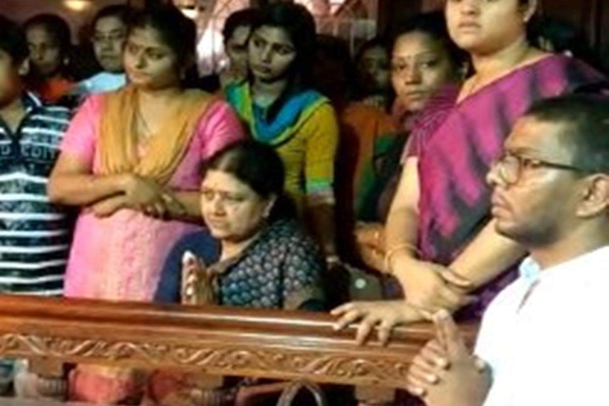 Tamil Nadu: Sasikala reaches Thanjavur to perform husband's last rites