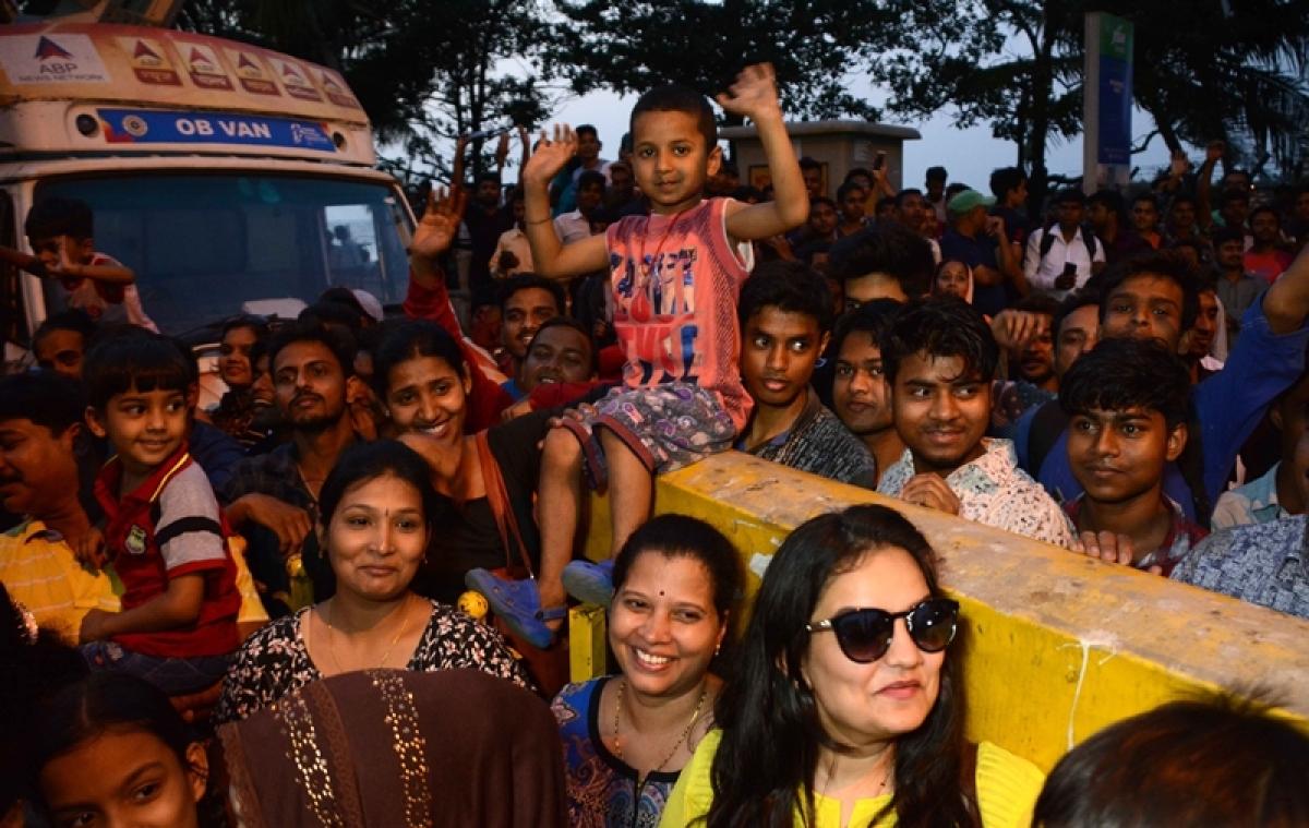 Mumbai: Salman Khan fans get a glimpse of 'Bhai', but lose their phones