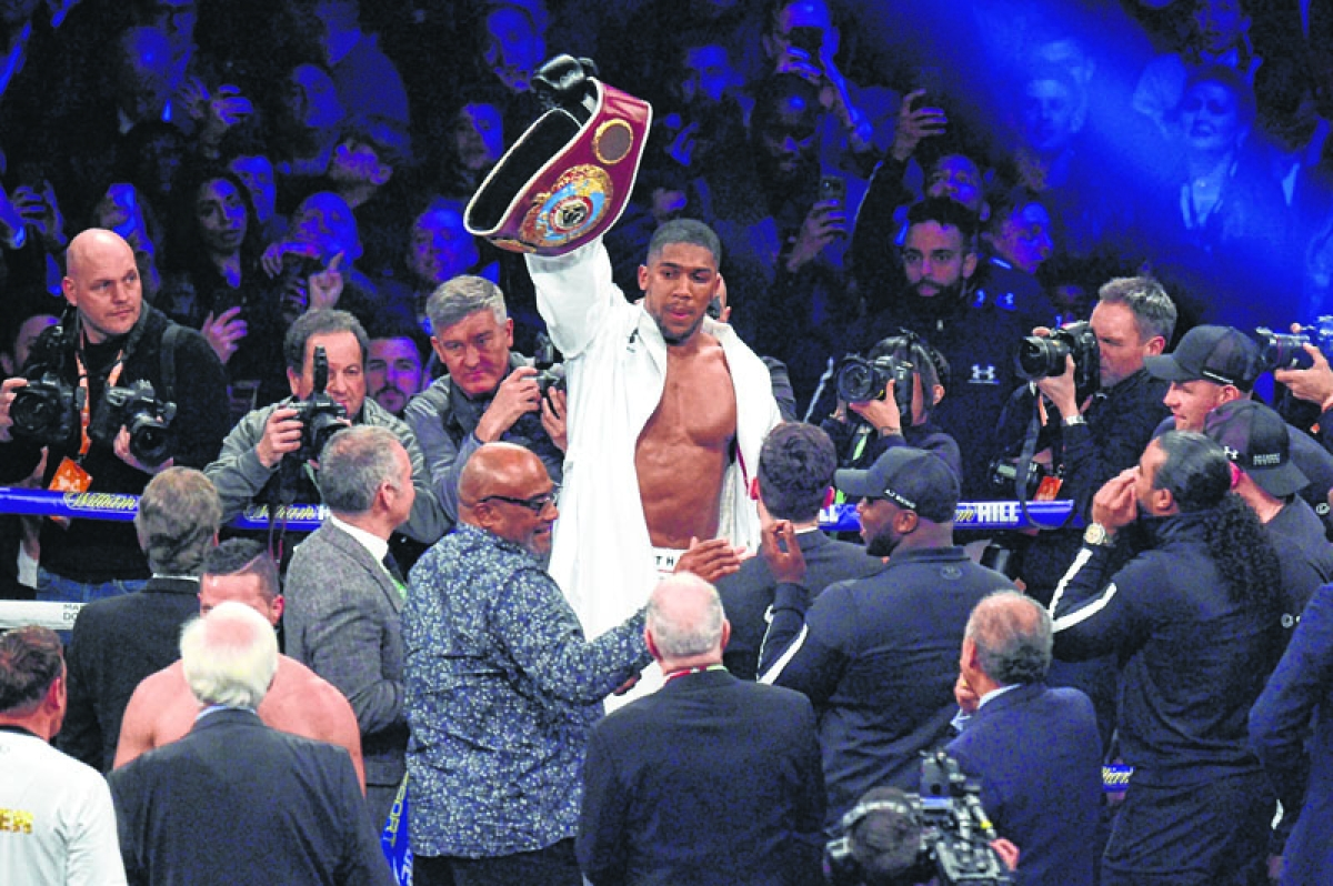 Joshua goes the distance, beats Parker
