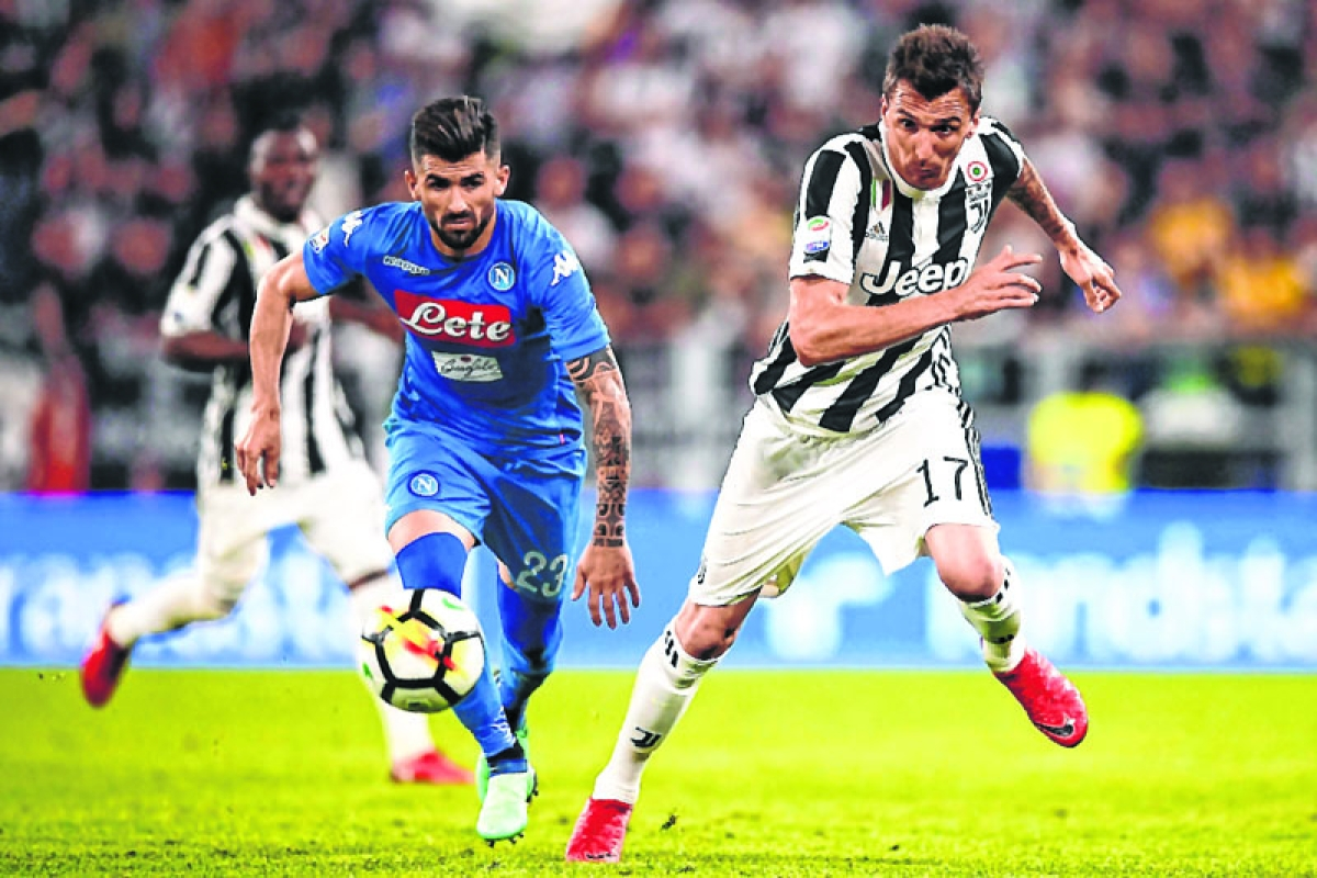 Napoli stuns Juve to keep title hopes alive