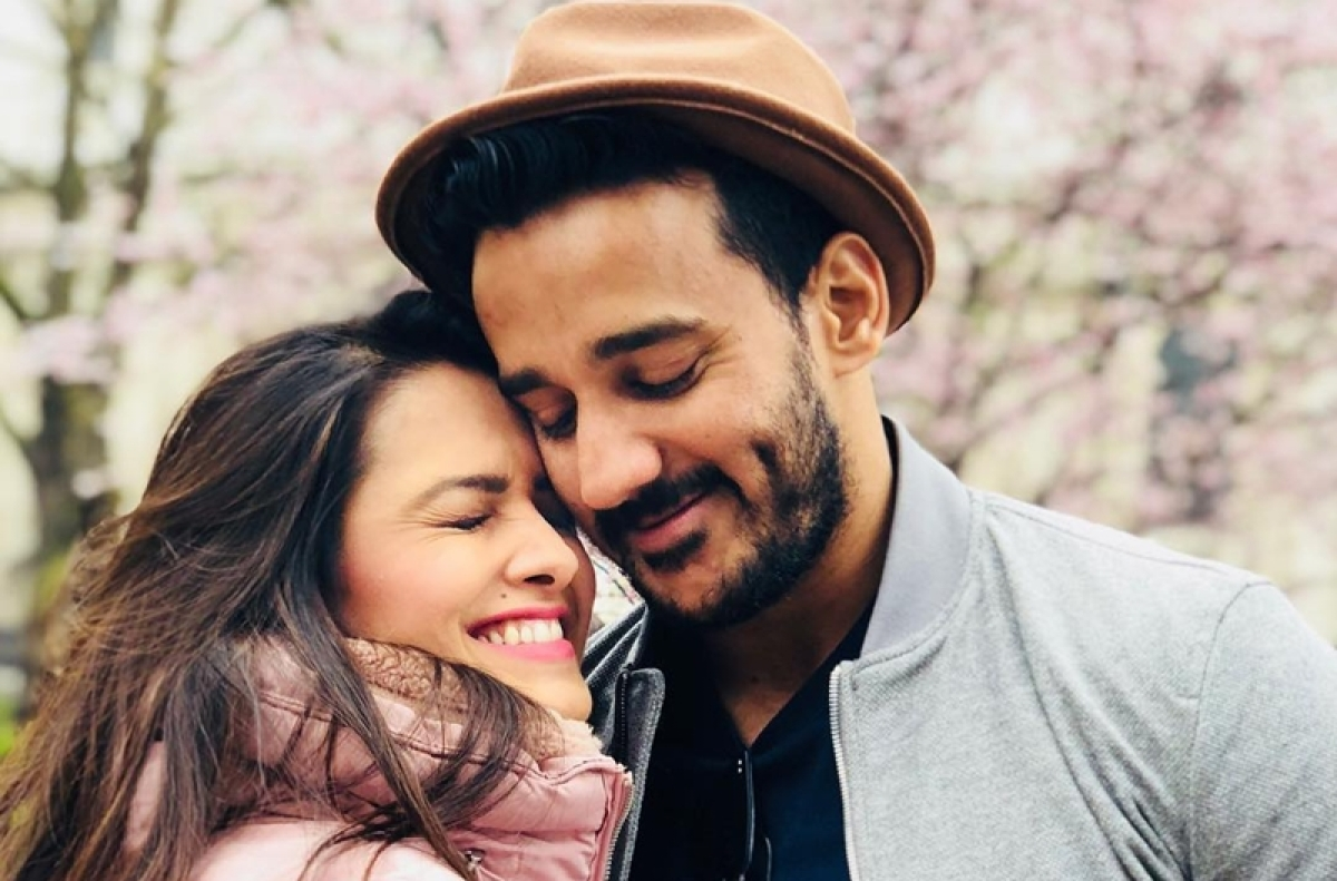 Watch Video: 'Naagin 3' actress Anita Hassanandani announces pregnancy, leaves hubby Rohit shocked!