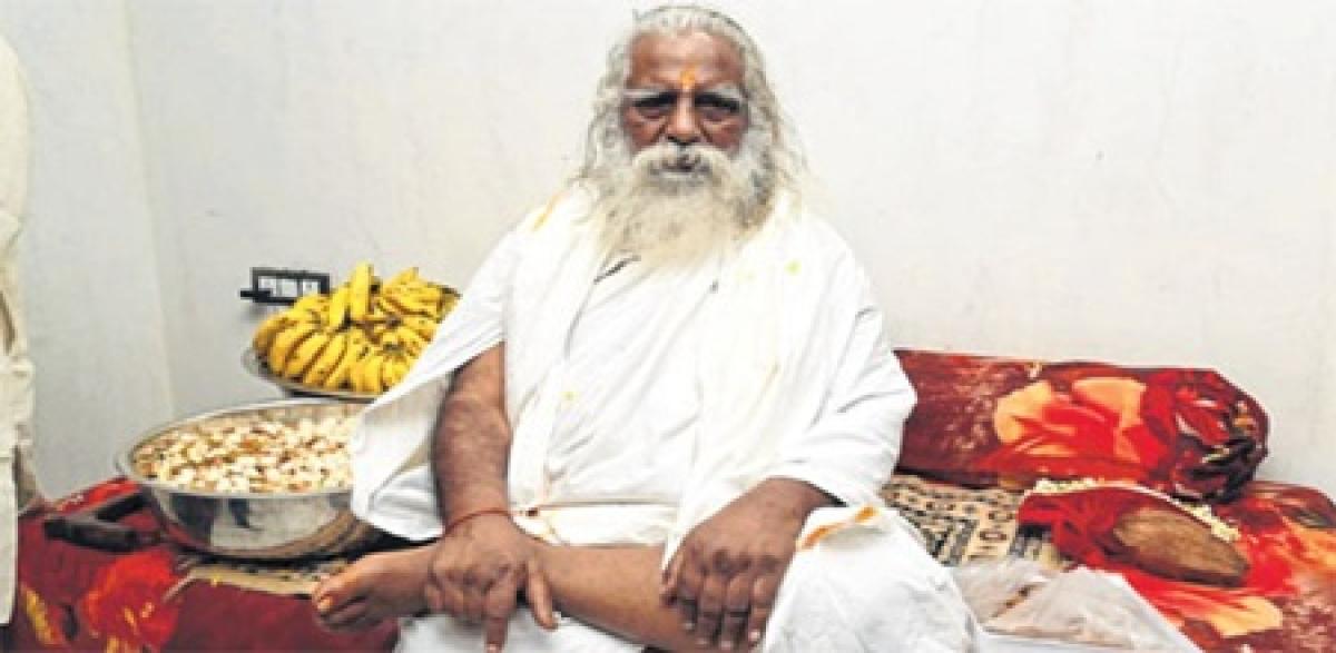Indore: Asaram is a Mahatma, says Mahant Nritya Gopal Das