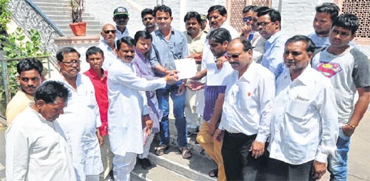 Ujjain: Congressgives memorandum against arbitrariness of privatehospitals