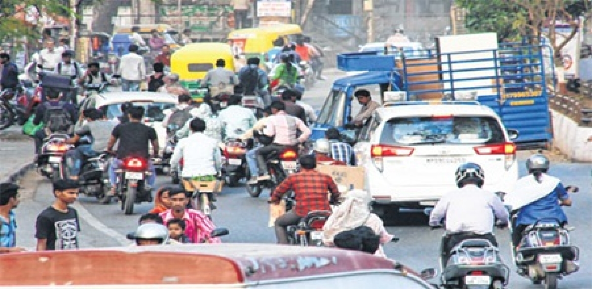 Indore: Disorderly traffic creates chaos