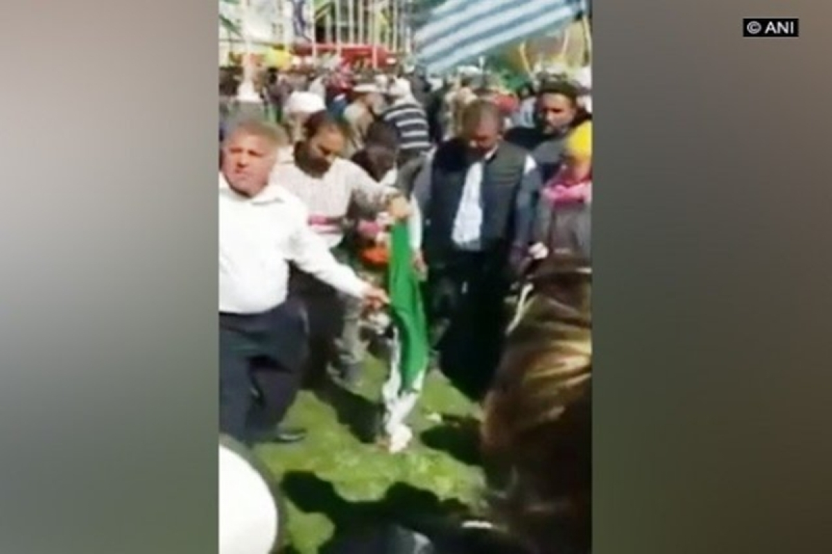 Demonstrations greet Narendra Modi in UK, turn aggressive as Indian tricolour ripped