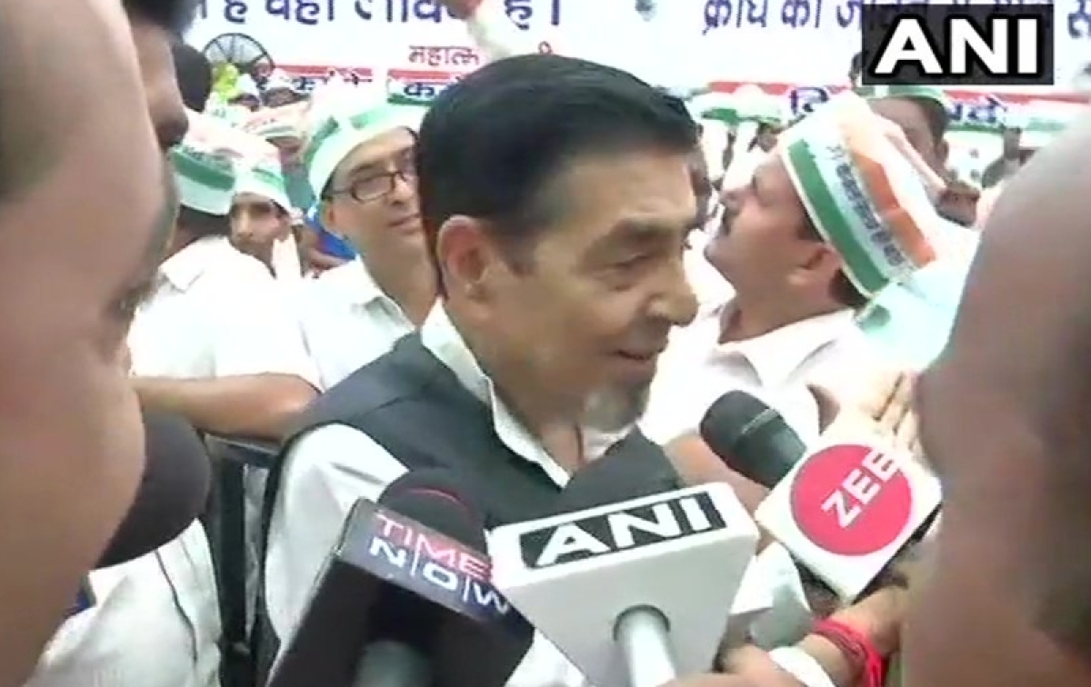 Congress' fast at Rajghat: Sajjan Singh, Jagdish Tytler leave stage before Rahul Gandhi joins protest