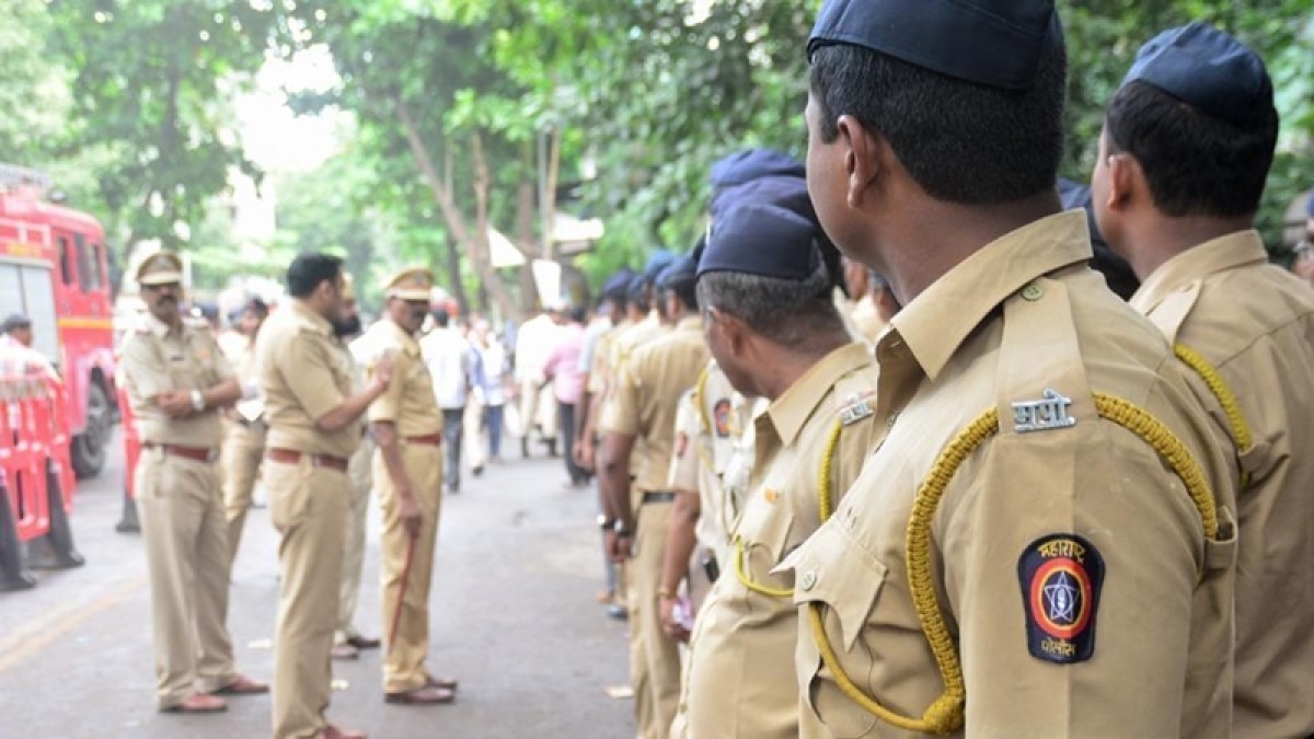 Thane police seize gutkha worth Rs 1 crore from parked jeeps at Kashimira