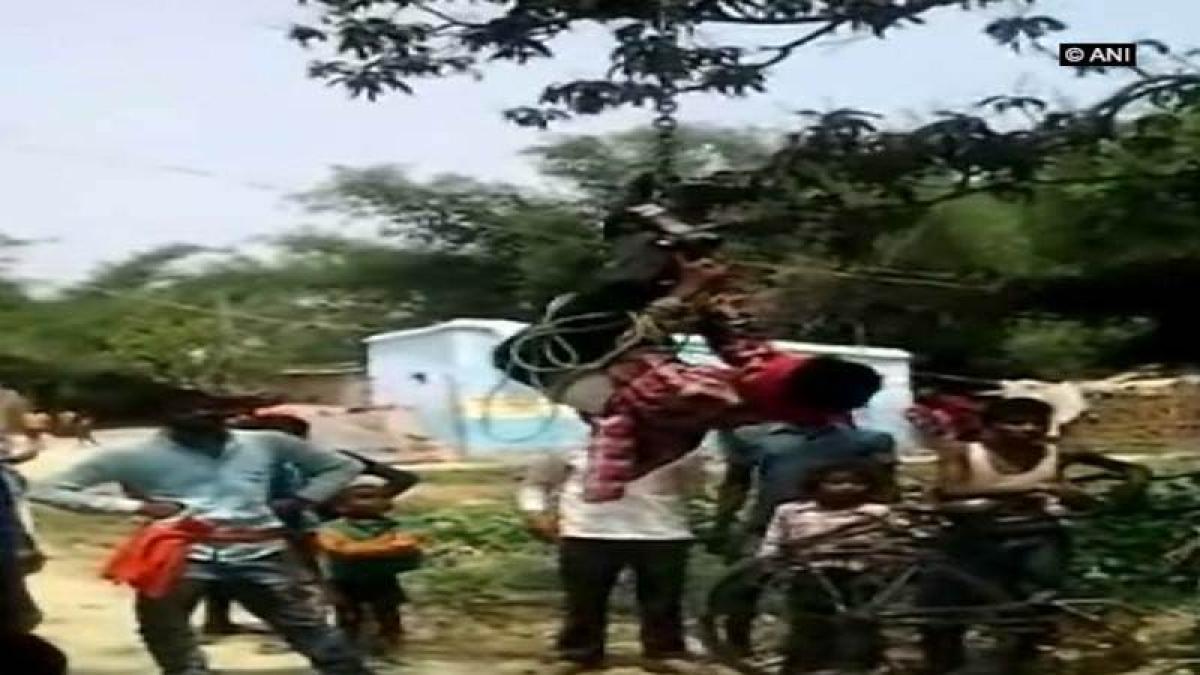 Man hung upside down, beaten for stealing mobile phone in Bihar