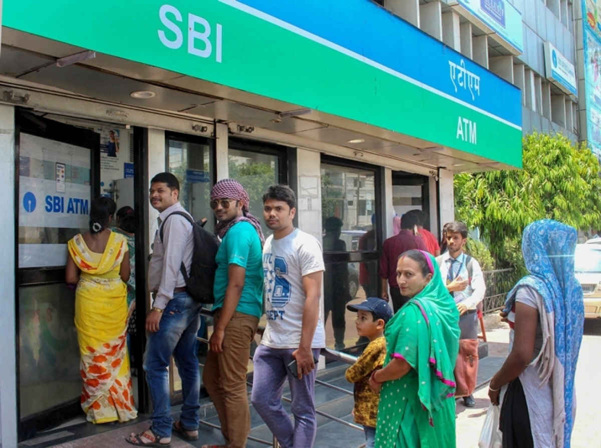 Want to withdraw cash at the time of the 21-day coronavirus lockdown? SBI, HDFC, ICICI offer cash at doorstep services