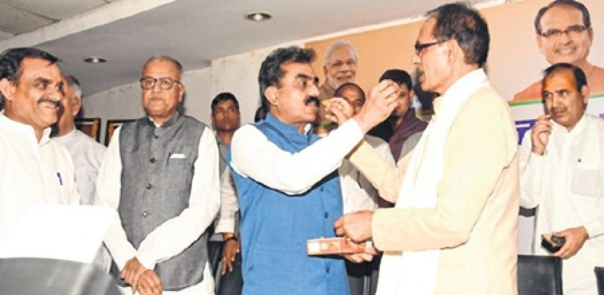 Bhopal: Ex-minister Rakesh Singh rejoins Congress