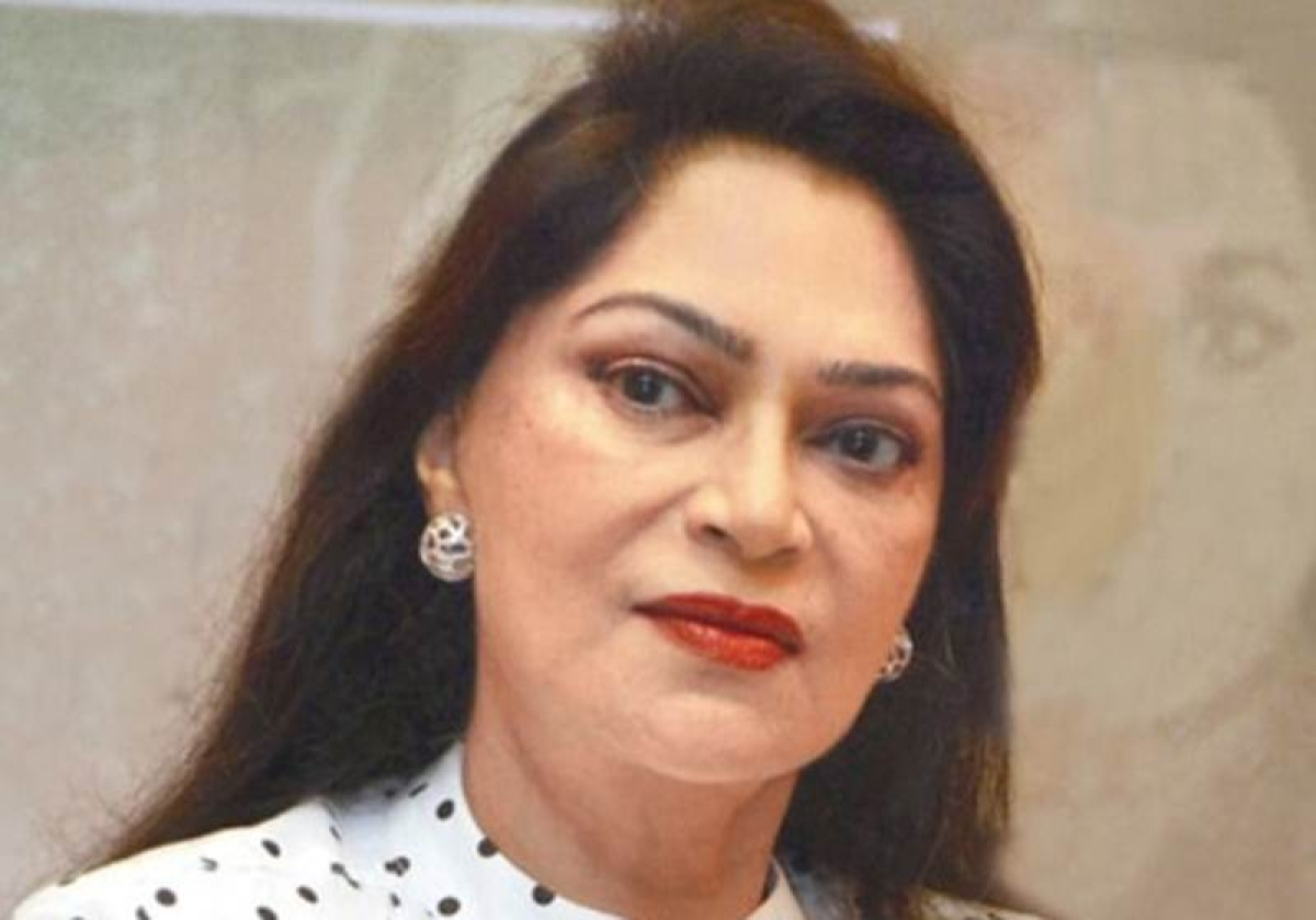 Simi Garewal support Tanushree Dutta, says 'They can't take away your voice & your courage'