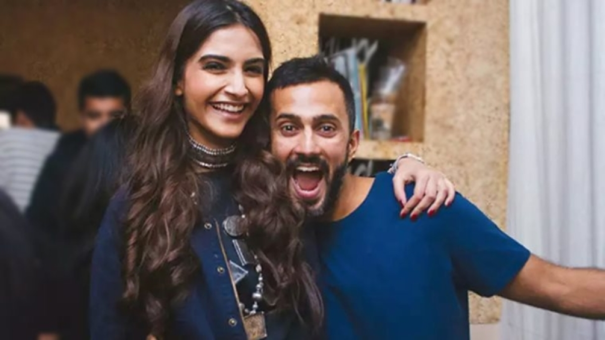 OMG! Is this your way of being romantic? Sonam Kapoor asked Anand Ahuja; Find out why
