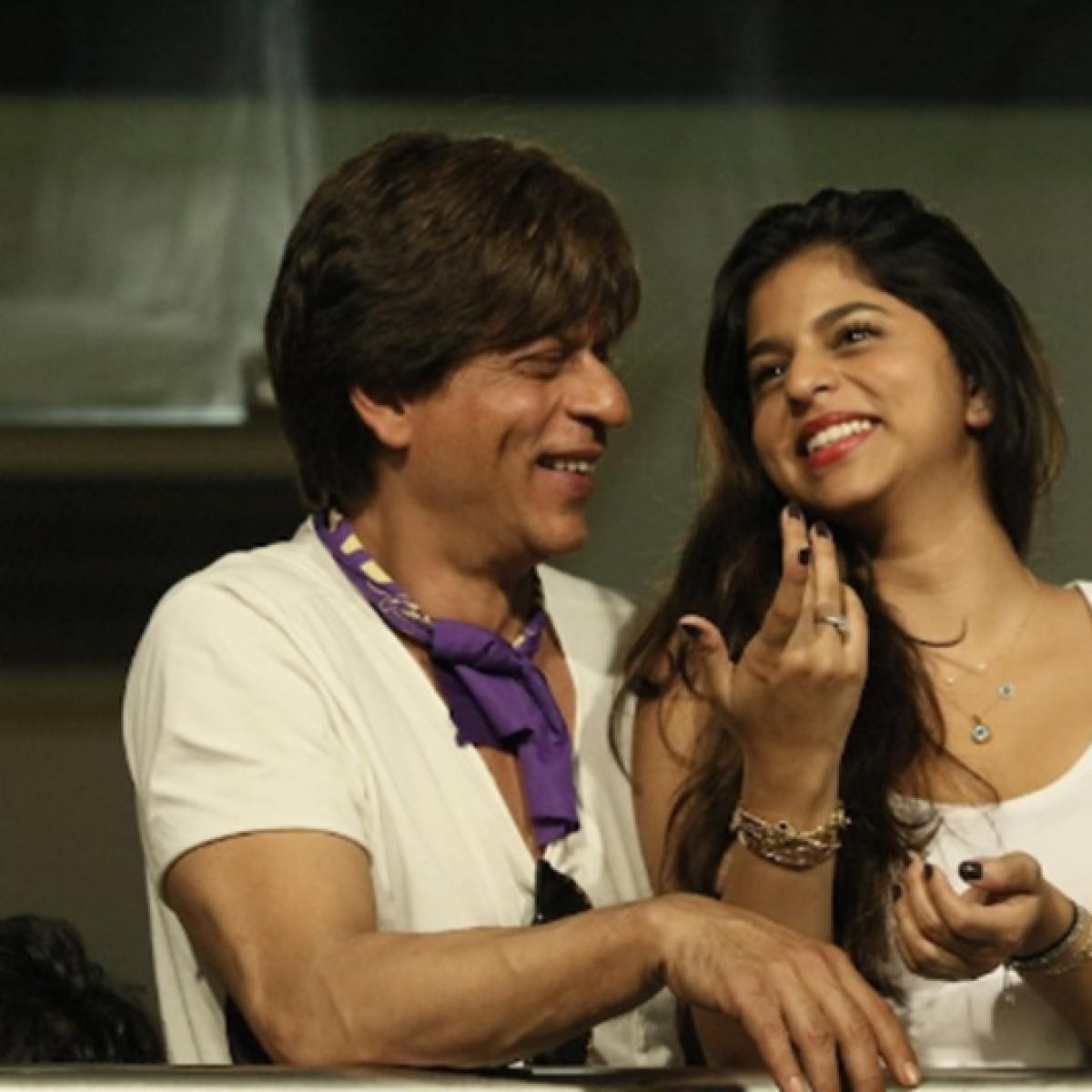 'Monthly payment Rs 1 lakh+ hai': Shah Rukh Khan's fan sends marriage proposal to Suhana; gets trolled