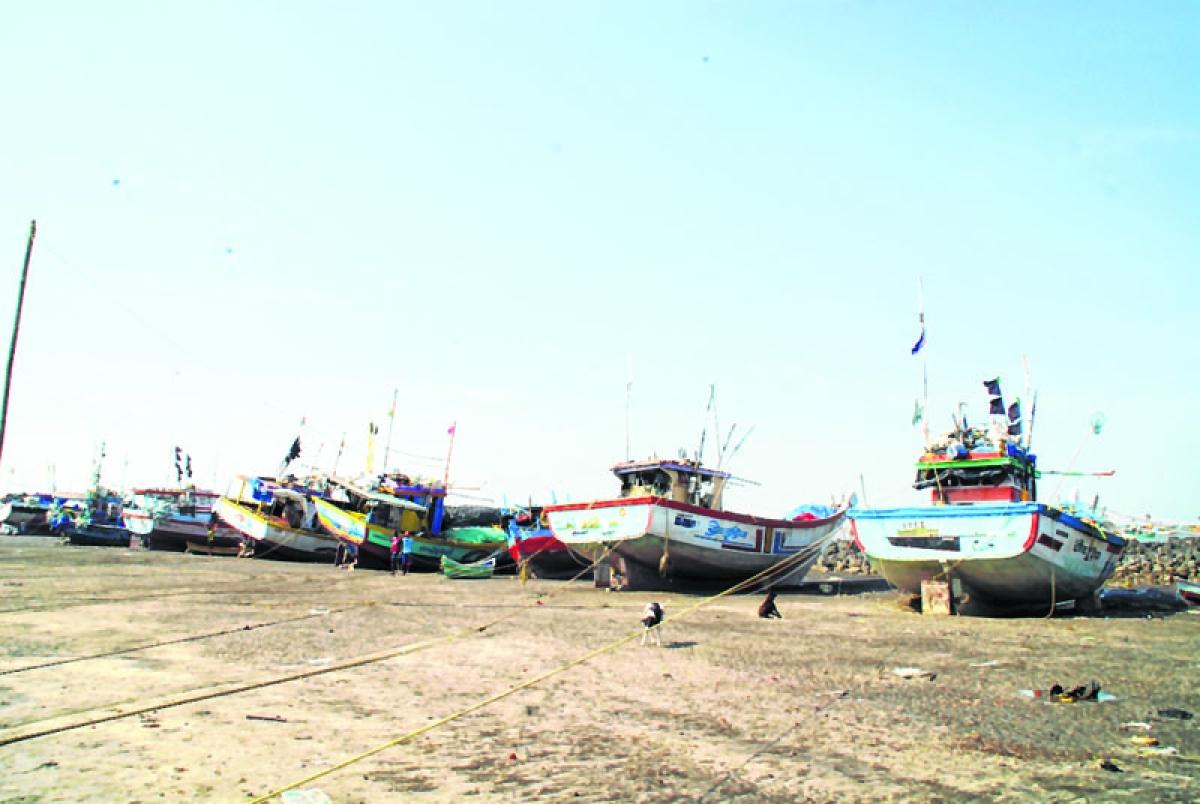 Pakistan arrests 16 Indian fishermen