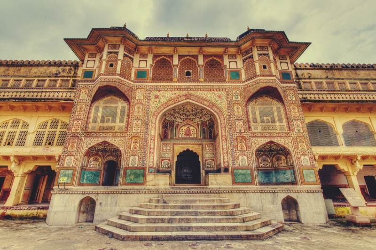 The Amer Palace in Jaipur is rich in frescos, wall art and mirrored ceilings. For the vain, there are several mirrors to admire the self