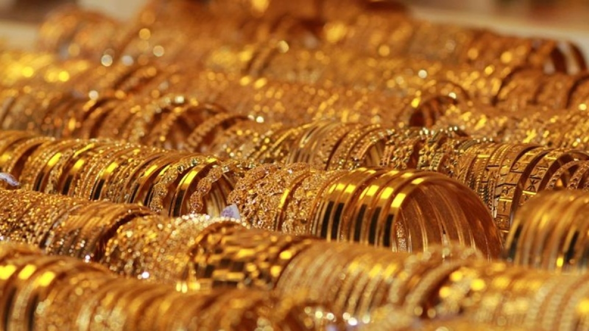 Gold prices zoom Rs 220 on Dhanteras