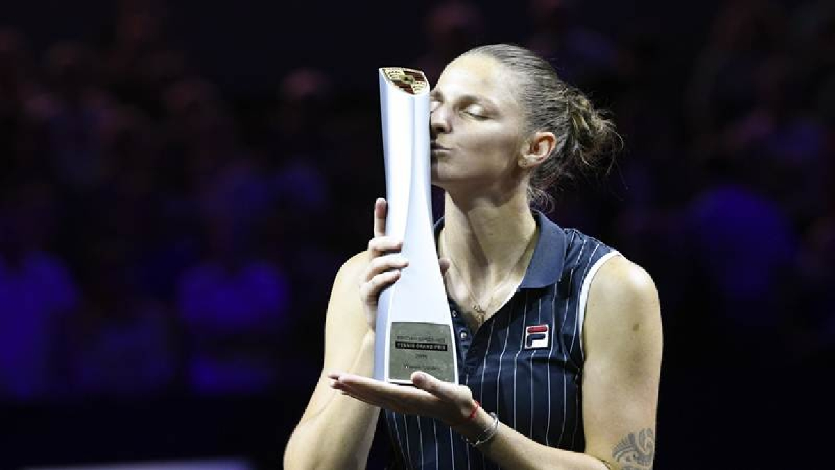 Stuttgart Open: Karolina Pliskova wins title by defeating Coco Vandeweghe