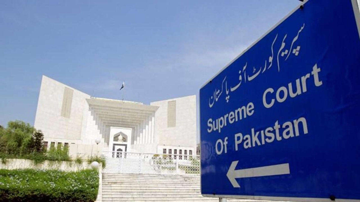 Pakistan Supreme Court asks government how 2 top generals were allowed to take up foreign employment