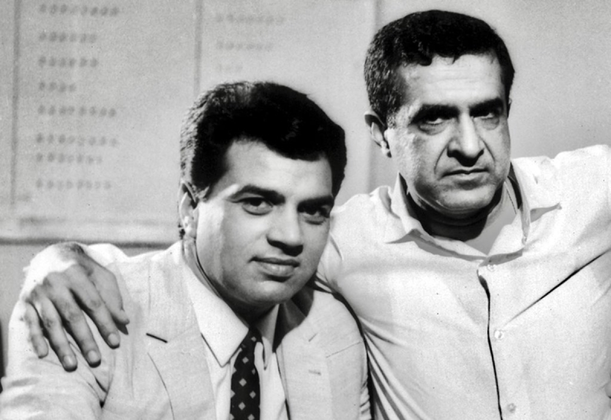 Dharmendra posts emotional flashback pic as Arjun Hingorani, director who launched him, passes away at 92