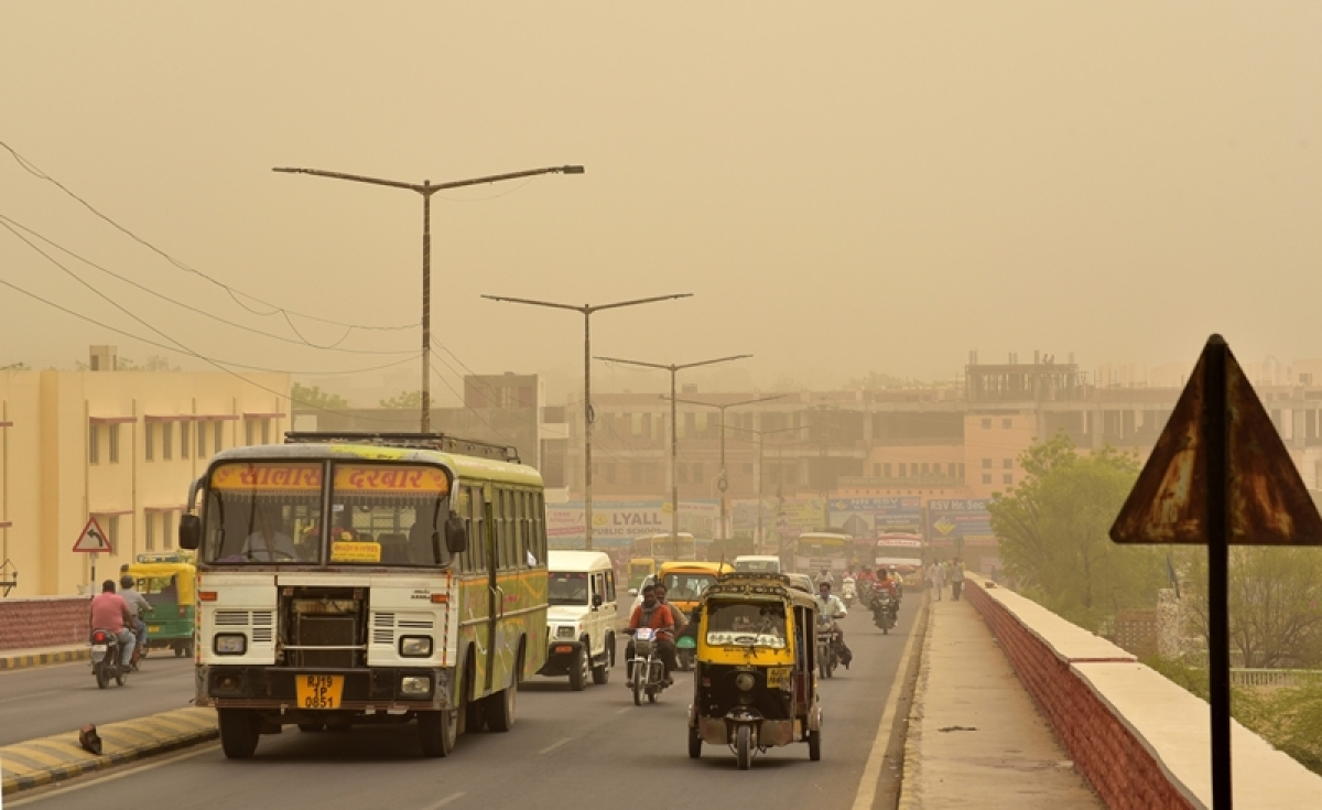 Bhopal: Dust storm hits city, logs out power supply, traffic