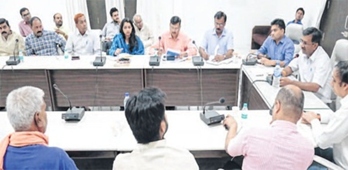 Ujjain: Collector Manish Singh holds meeting of management heads, temple priests