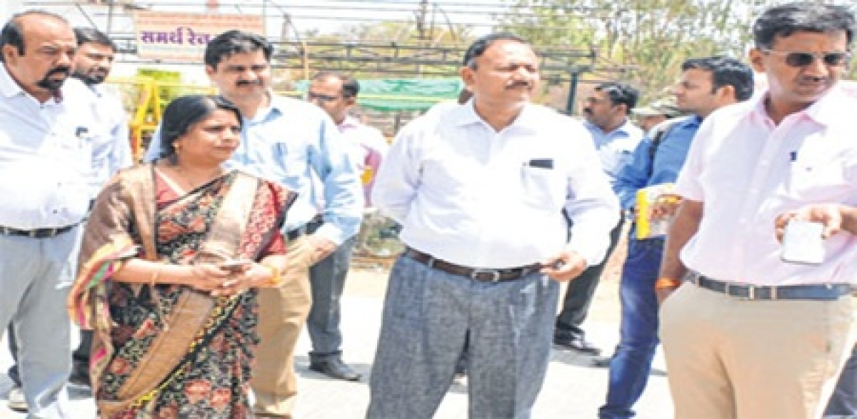 Ujjain: Collector, mayor inspect construction work of new swimming pool