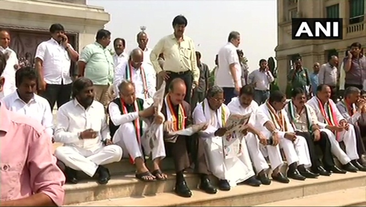 Karnataka elections 2018: Congress stages protest as Yeddyurappa is sworn in as Chief Minister