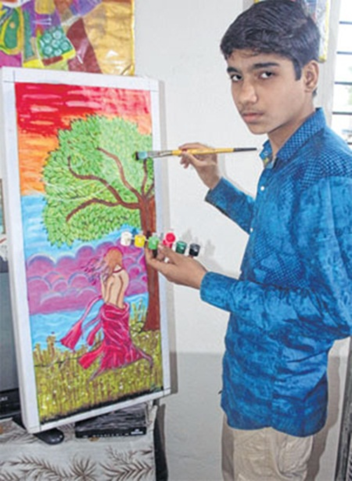 Indore: A teenager who paints to show life's brighter aspect