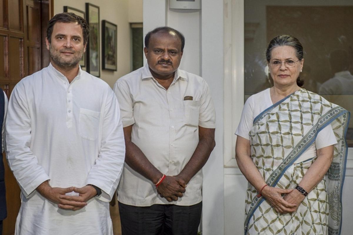 Karnataka CM Kumaraswamy still without a Cabinet as fissures starts widening between JD(S)-Congress over portfolio allocation