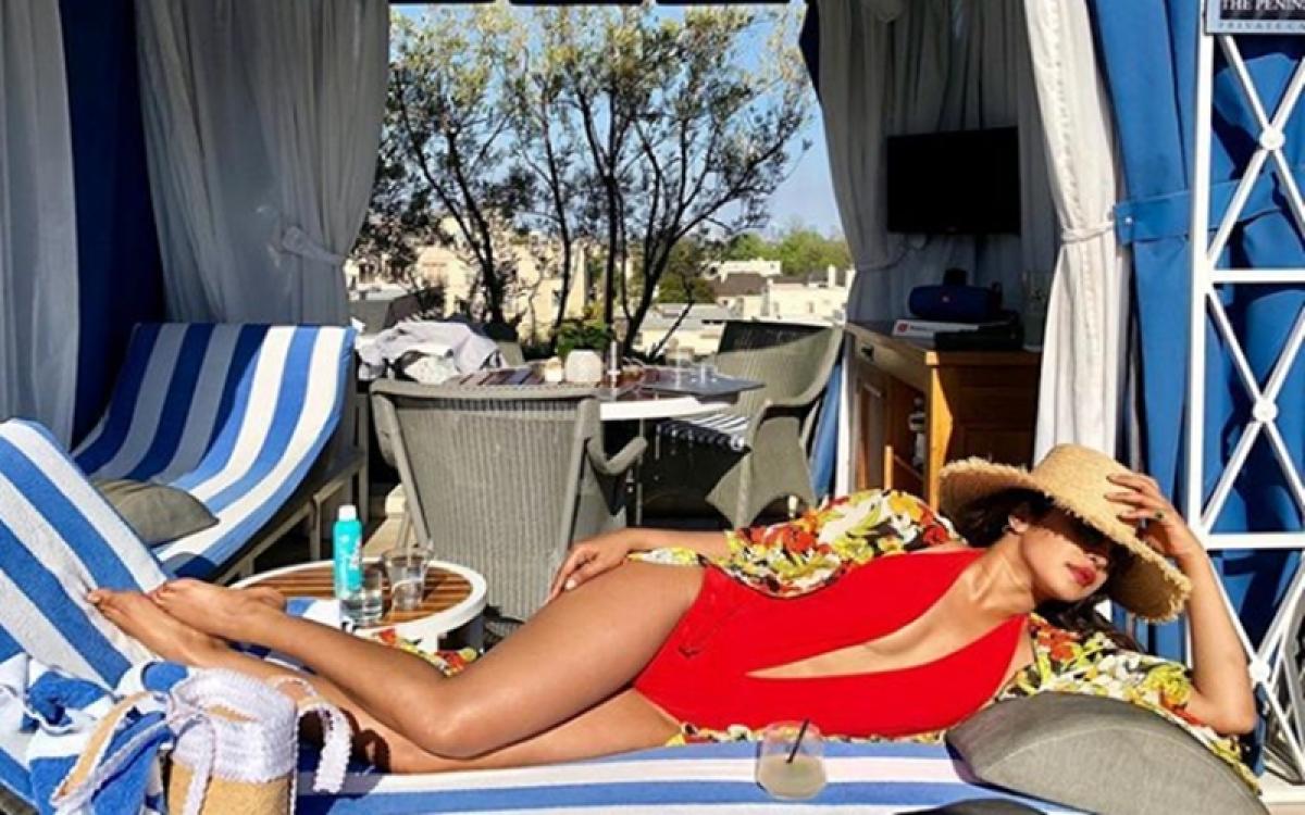 Hot Pic! Priyanka Chopra sizzles in sexy red monokini