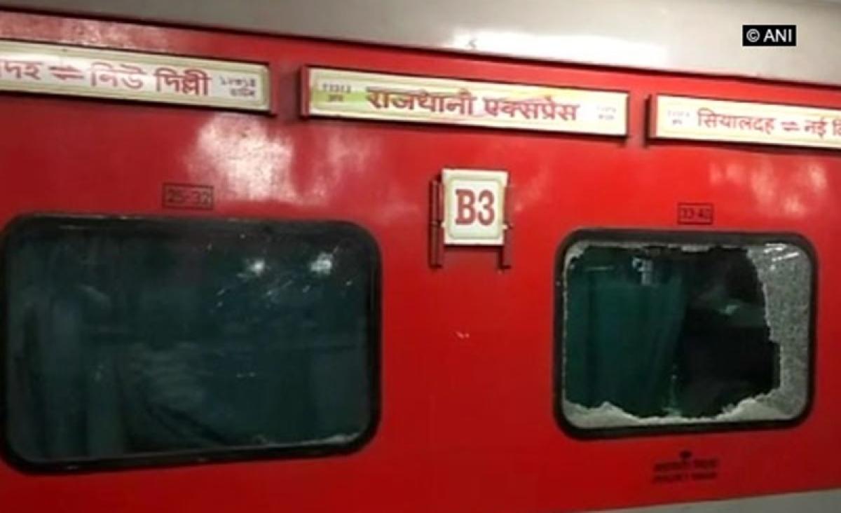 Six passengers injured after stones pelted at Sealdah-Rajdhani Express in Bihar
