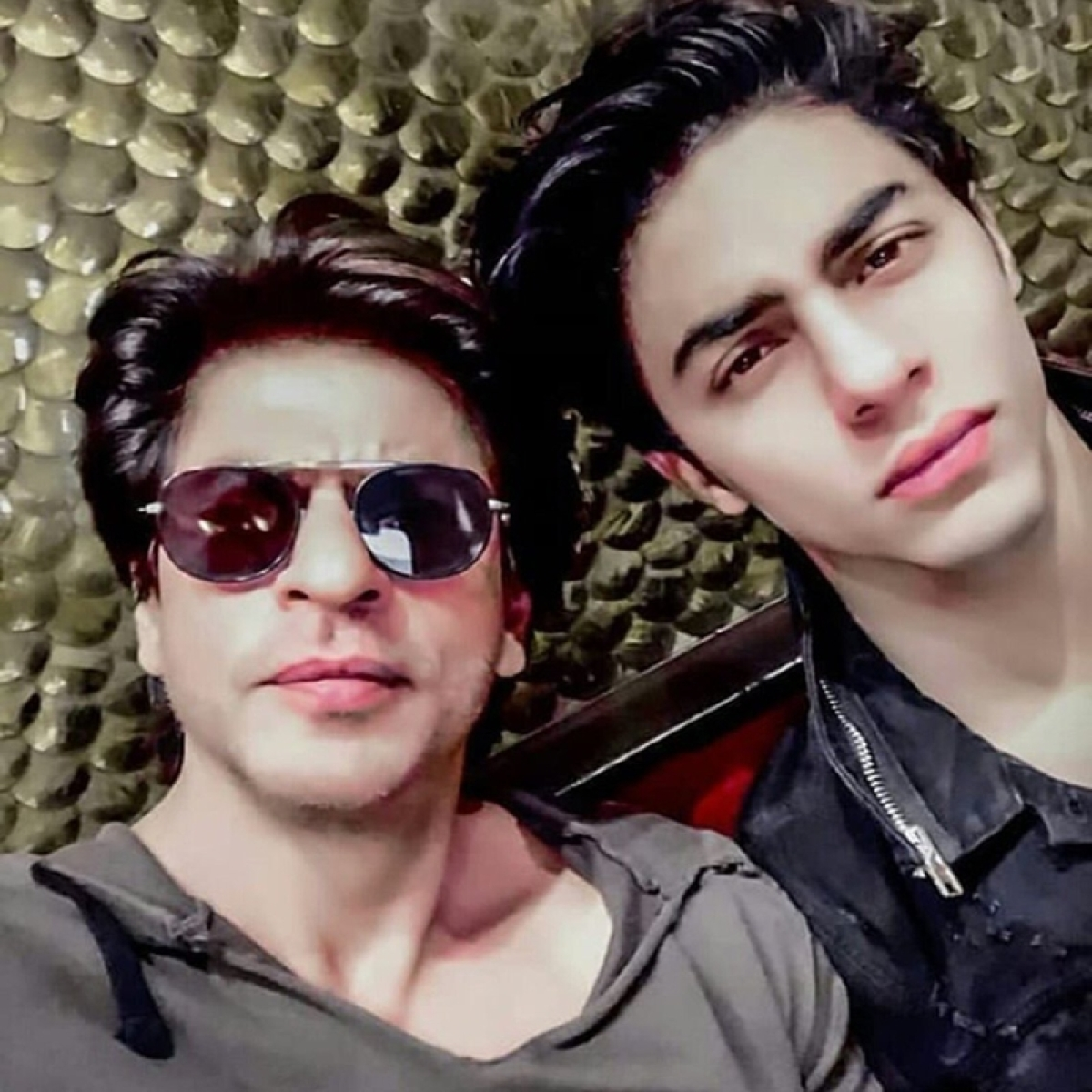 Shah Rukh Khan imparts wisdom to Aryan about being a true king