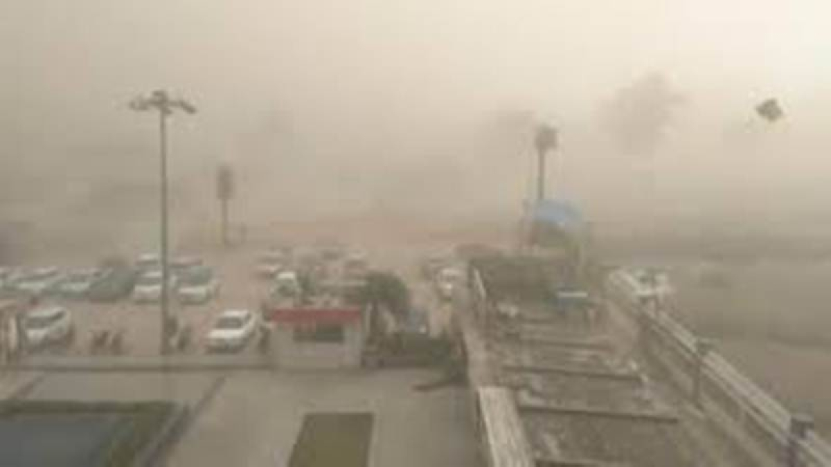 Dust storm hits Delhi, NCR, warning issued; schools to remain shut