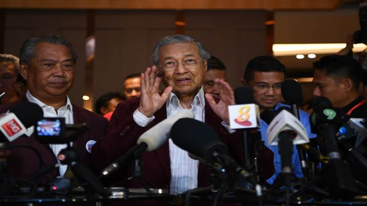 Mahathir returns to don the mantle