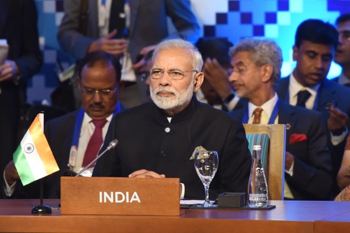 Modi in Singapore: PM Narendra Modi gives Padma Shri award to former Singaporean diplomat Tommy Koh